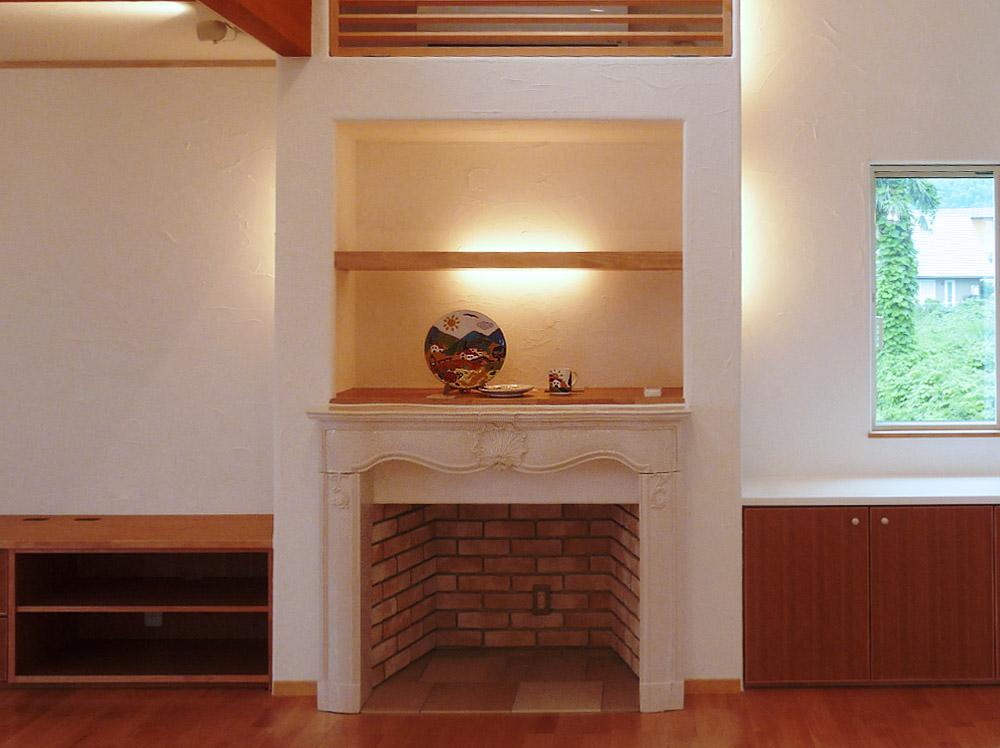 京都府宮津市・39号地モデルハウス暖炉、マントルピース