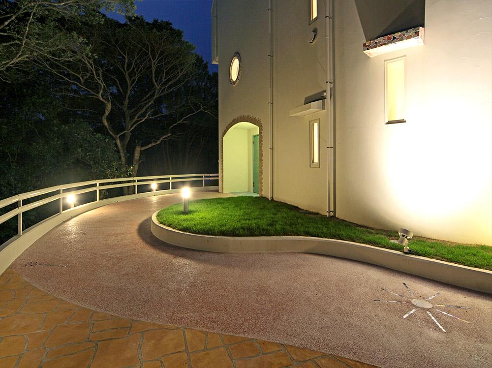 三重県志摩市・S邸玄関へのアプローチ