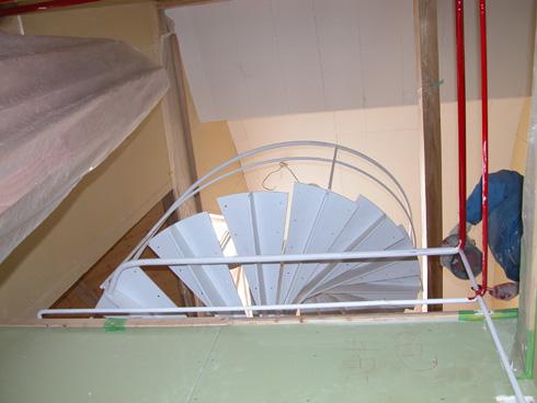 西宮市・S邸新築工事: 階段手摺塗装