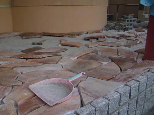 西宮市・T邸新築工事: エントランス石張り
