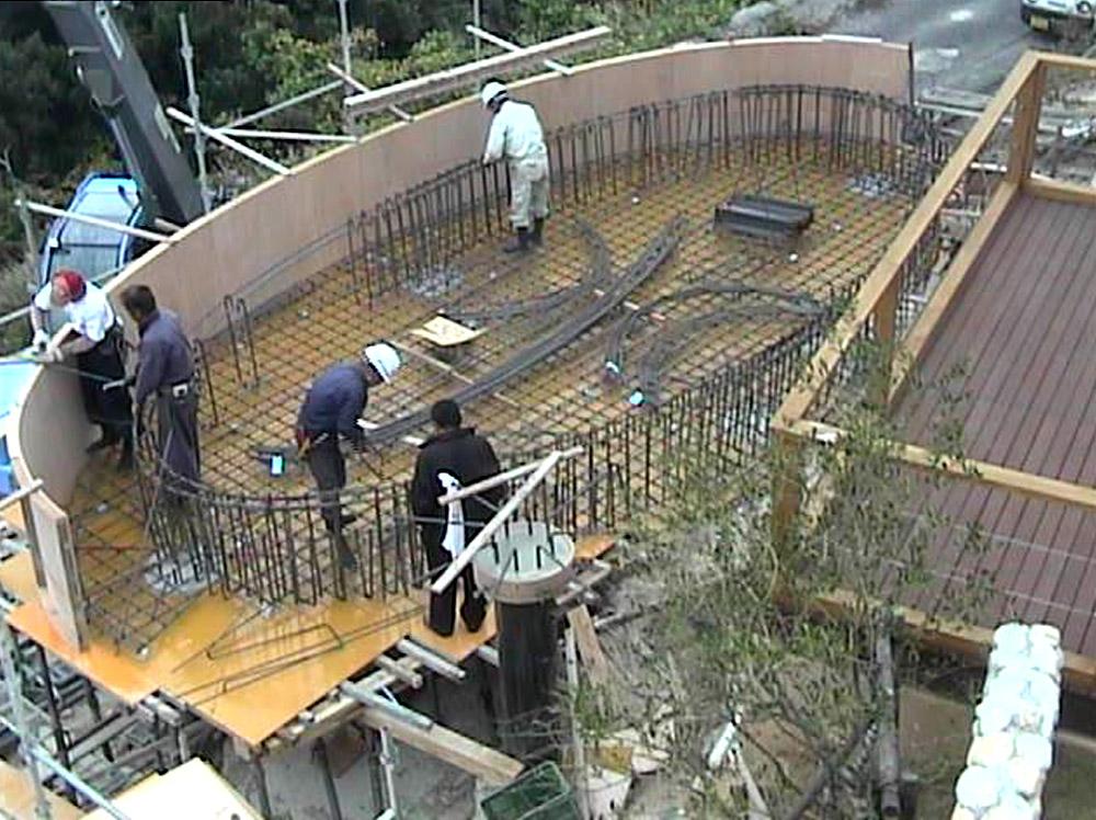 プールの鉄筋組立