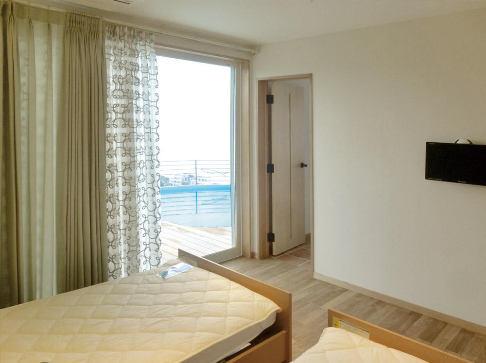 兵庫県南あわじ市・F邸プールが見える寝室