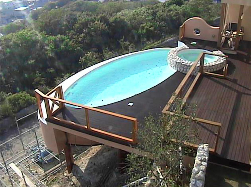 別荘のプール