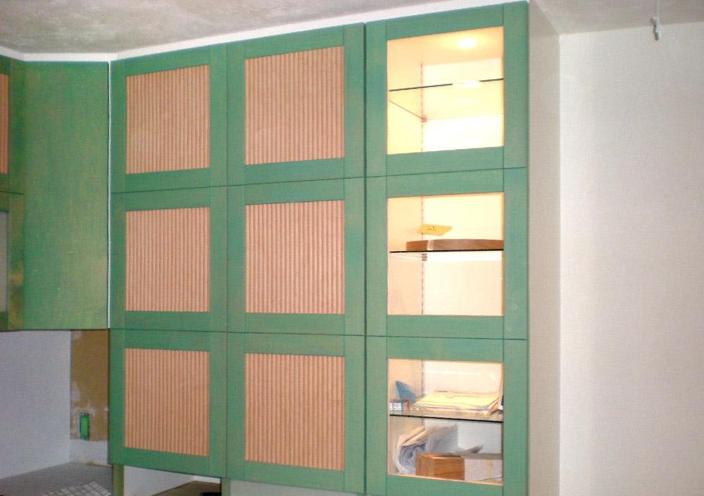 グリーンの造作キッチン