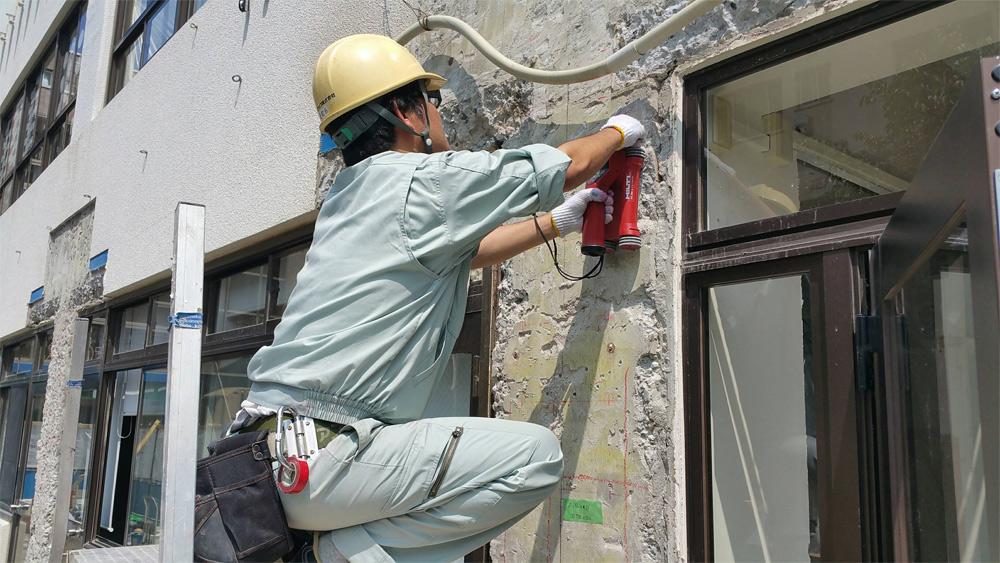 聖ミカエル国際学校の壁の一部解体