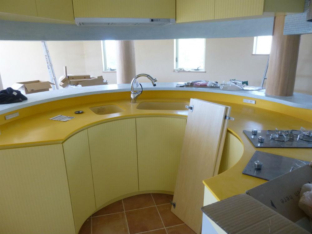 黄色いキッチン