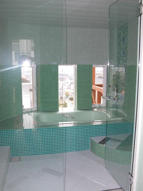西宮市・T邸新築工事: 浴室モザイクタイル